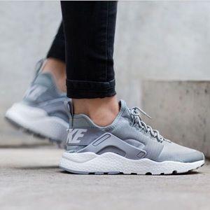 Women's Nike Huarache Ultra size 6.5